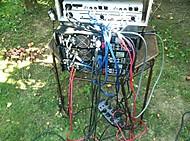 Kabelový chaos na zahradě (stump)